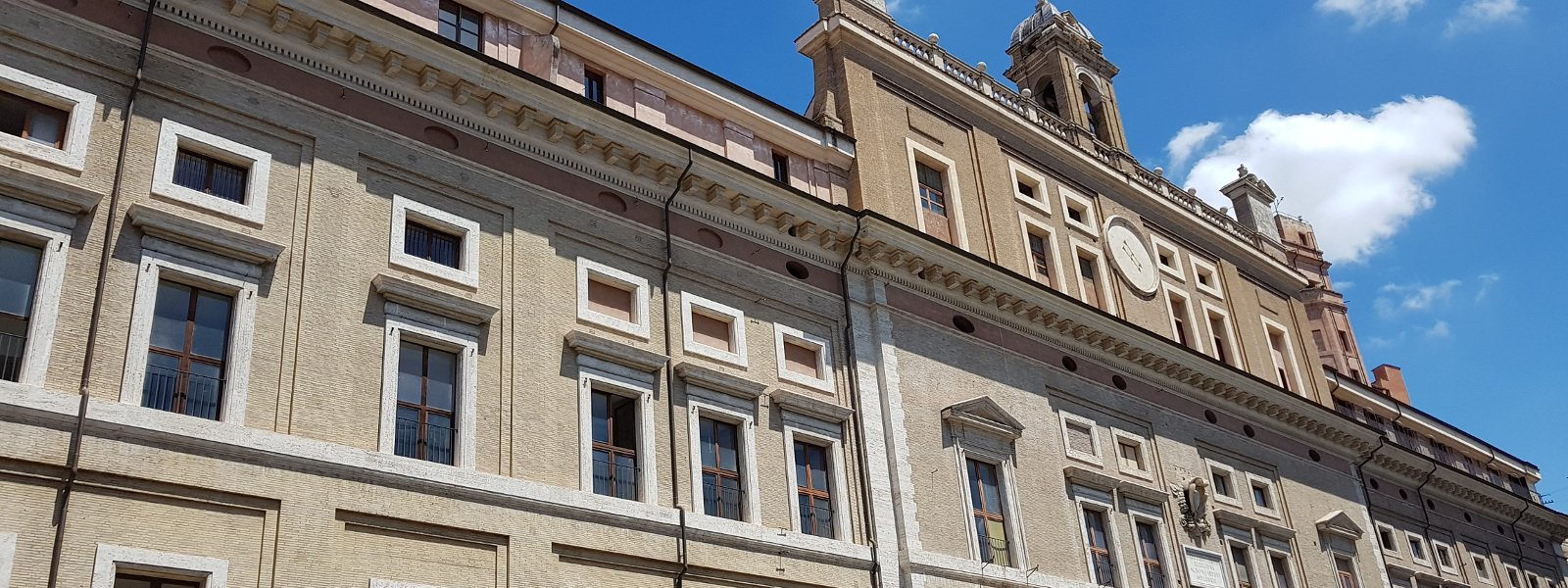 Facciata del Collegio Romano, adiacente alla chiesa di sant'Ignazio in Campo Marzio a Roma