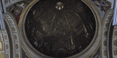 L'illusione ottica della famosa finta cupola di Andrea Pozzo presso la chiesa di sant'Ignazio a Roma