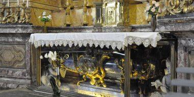 La tomba di san Giovanni Berchmans presso la chiesa di sant'Ignazio a Roma